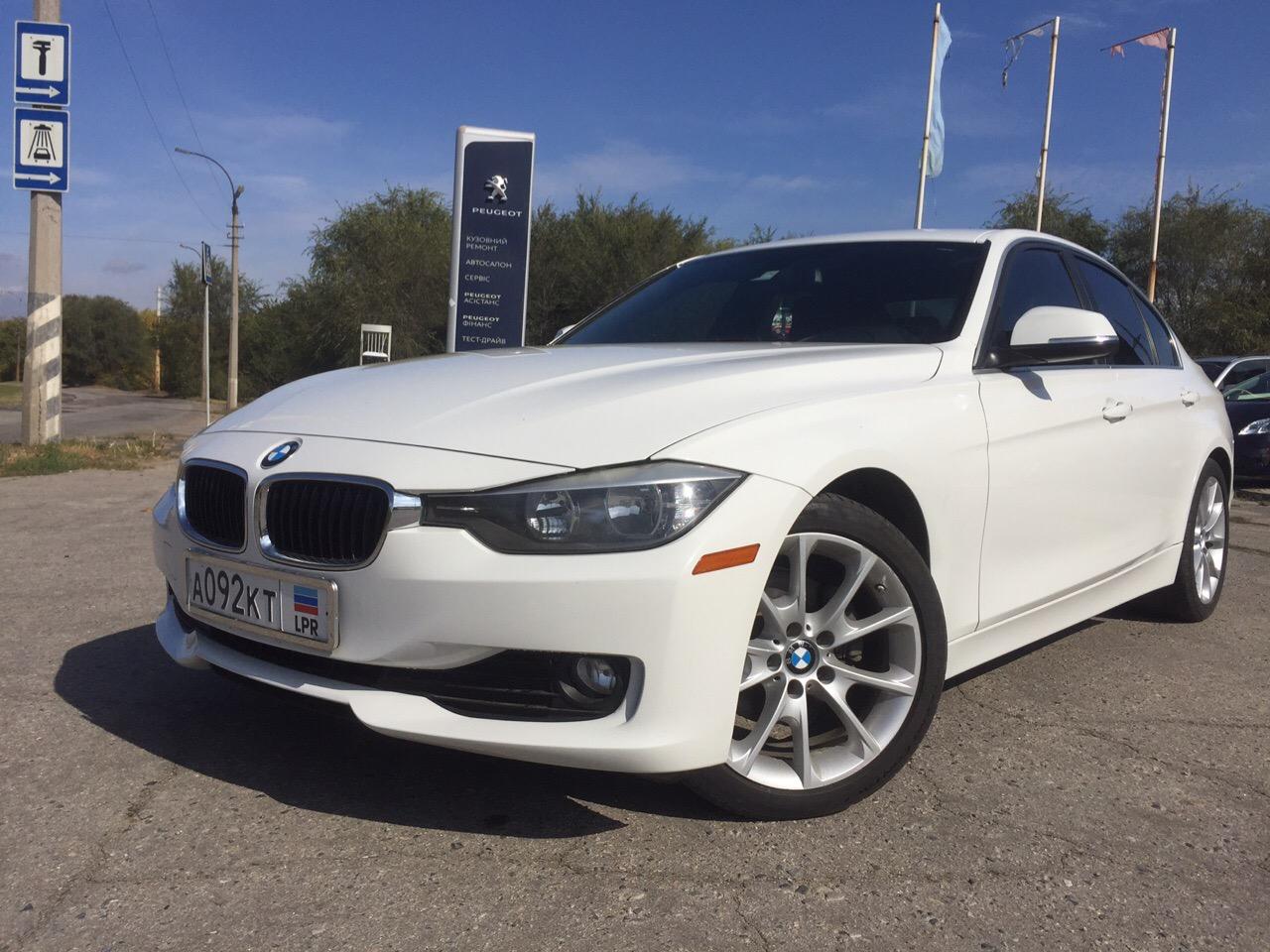 Фотографии BMW 320i 2015 в автосалоне Автомир