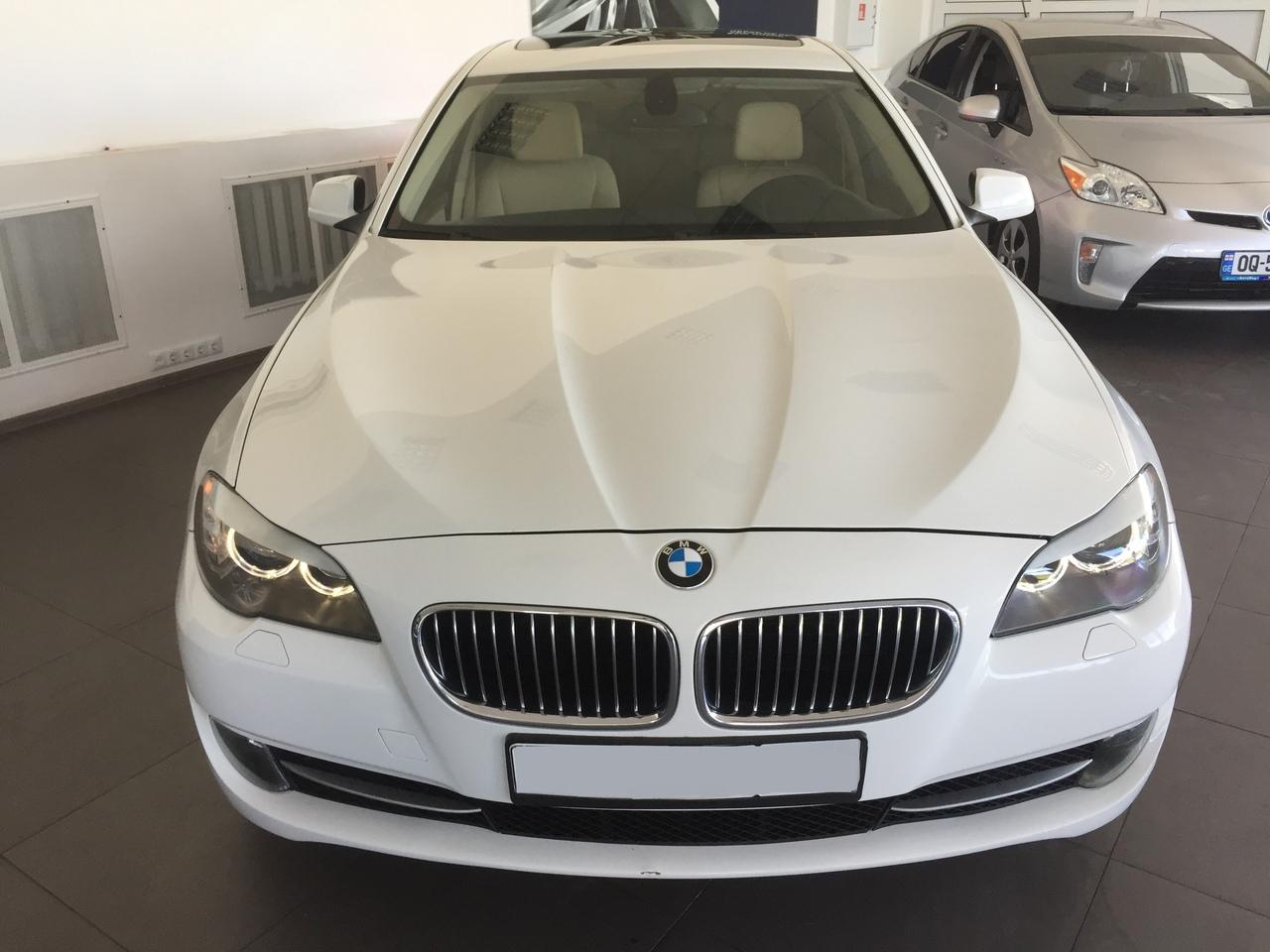 Фотографии BMW 528i в автосалоне Автомир
